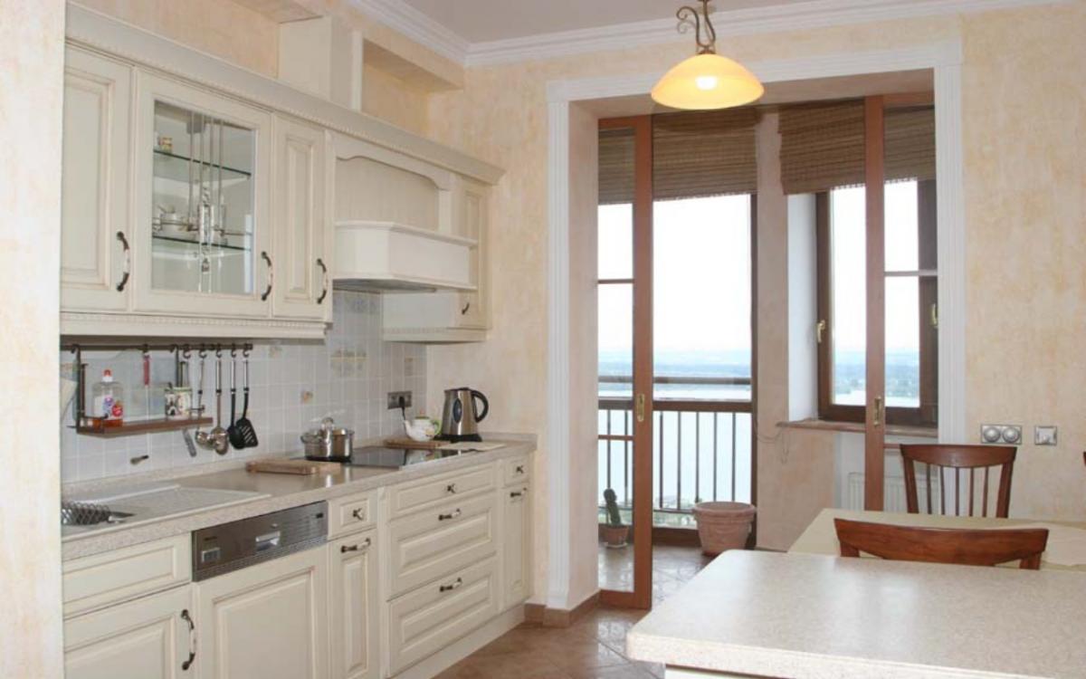 Французские окна в интерьере квартиры с балконом или частног.