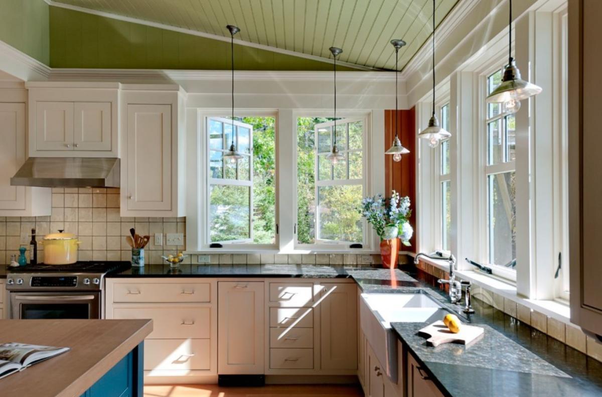 Большое окно на кухне дизайн