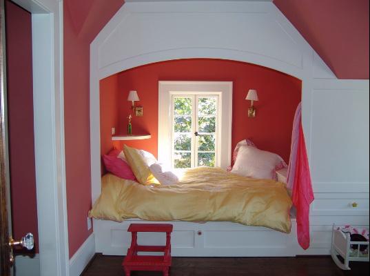 Кровать в мансарду своими руками