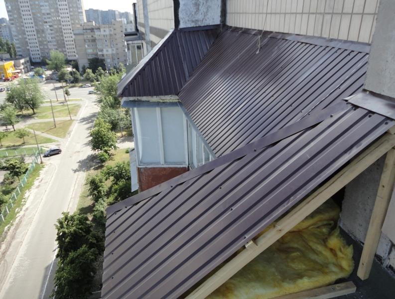 montazh-kryshi-na-balkon4
