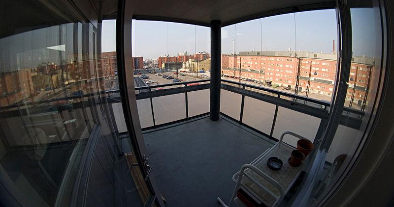 800px-balcony