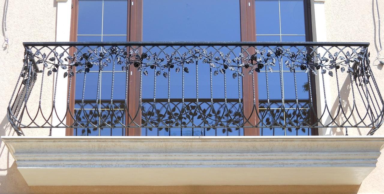 Балконные ограждения, виды балконных ограждений, материалы д.