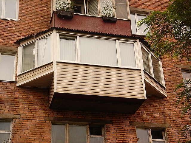 Остекление балконов с выносом: выносное остекление, расширен.