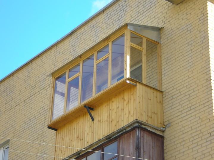 Как остеклить балкон деревом своими руками.