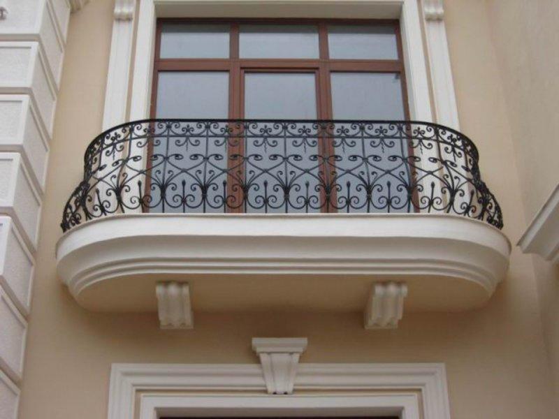 balkon-v-krasivoi-kovke