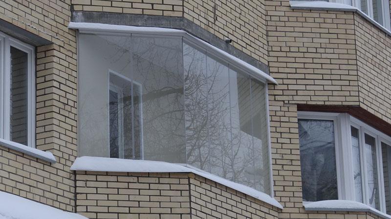 bezramnoe-osteklenie-balkona-foto5
