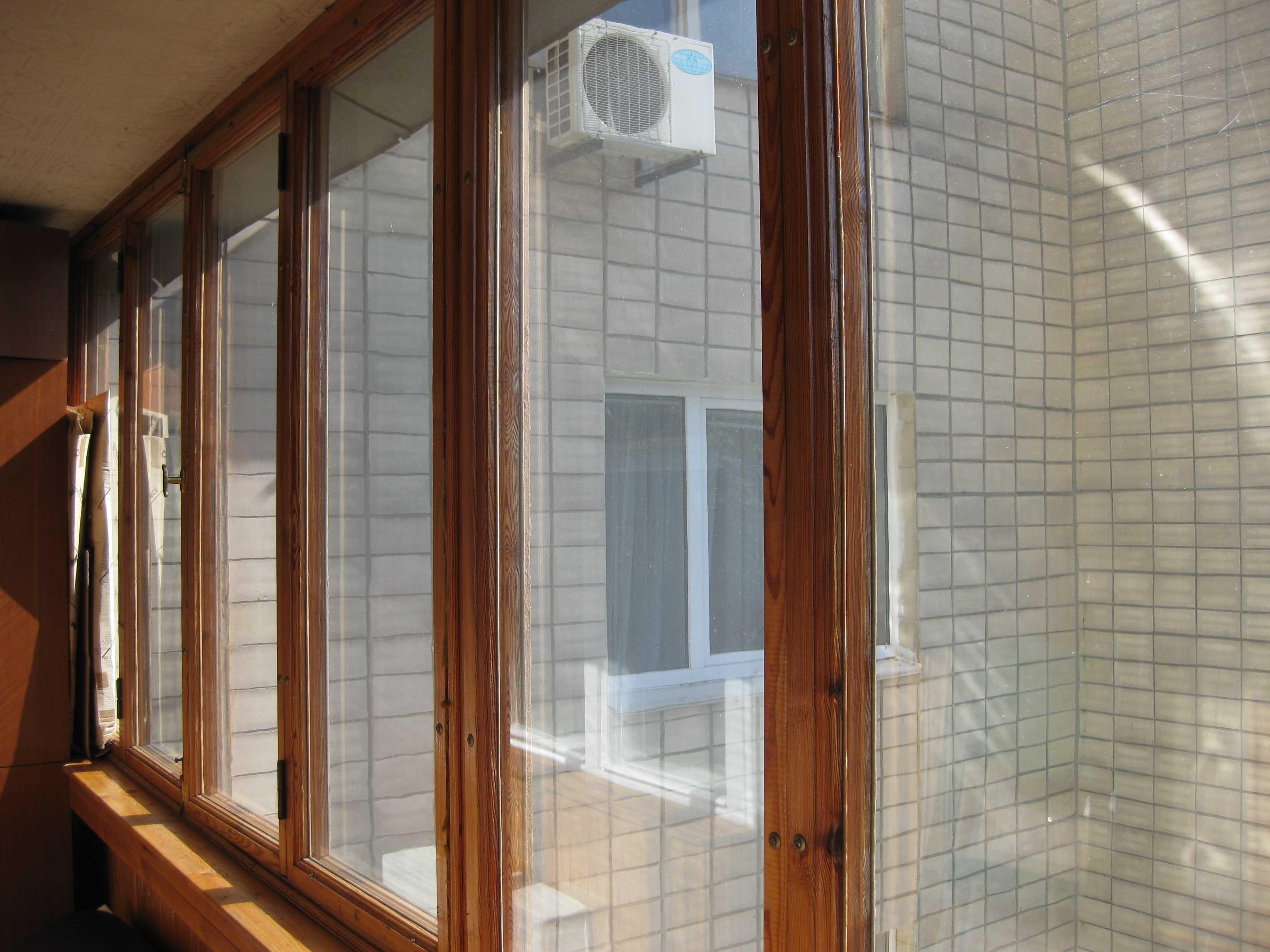 derevyannye-okna-dlya-balkona