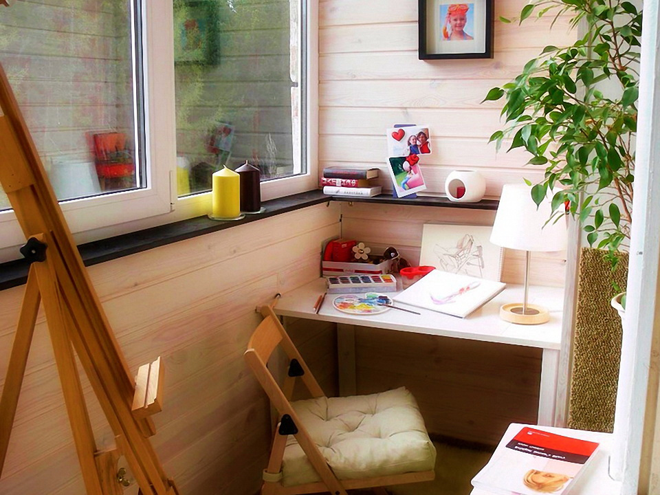 kabinet-na-malenkom-balkone-photo-7