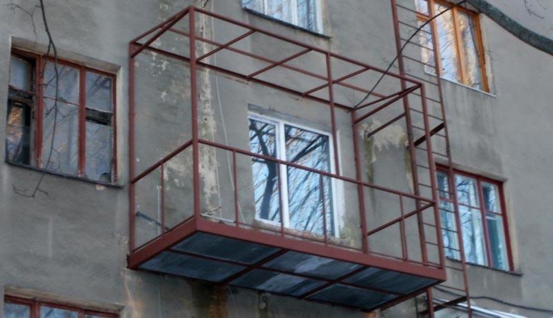kak-uteplit-pol-na-balkone3