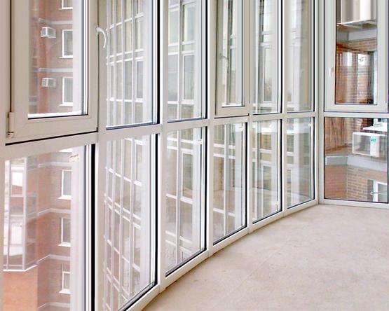 panoramnoe-osteklenie-balkona-pvh1