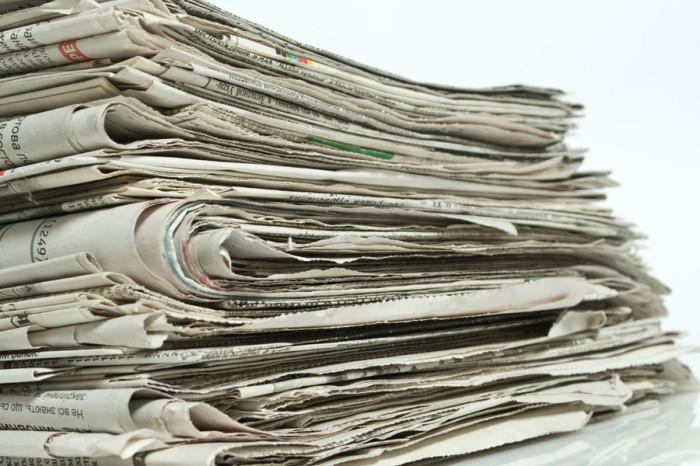 uteplenie-derevjannyh-okon-gazetami