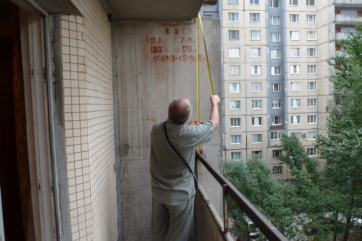 zamer-balkona-svoimi-rukami