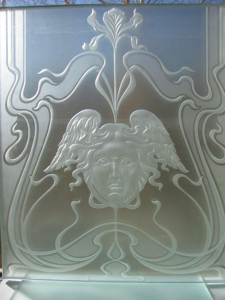 Рис. 6. Фрагмент узора на дверях методом глубокого, рельефного травления