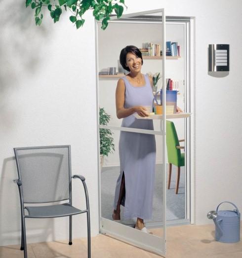 Рис. 14. Москитные сетки на дверные окна