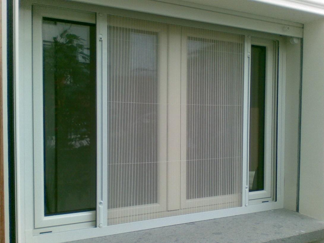 Рис. 17. Москитные сетки на окна плиссе