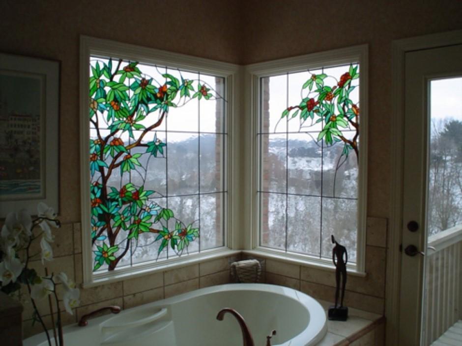 Рис. 1. Витраж в ванной комнате