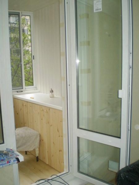 Рис. 6. Балконная дверь с горизонтальной перемычкой