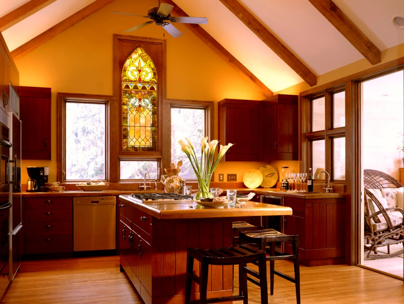 Interior_Kitchen_with_a_stained-glass_window_009459_