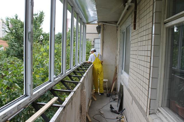 Утепление лоджии в панельном доме - зачистка, остекление, вы.
