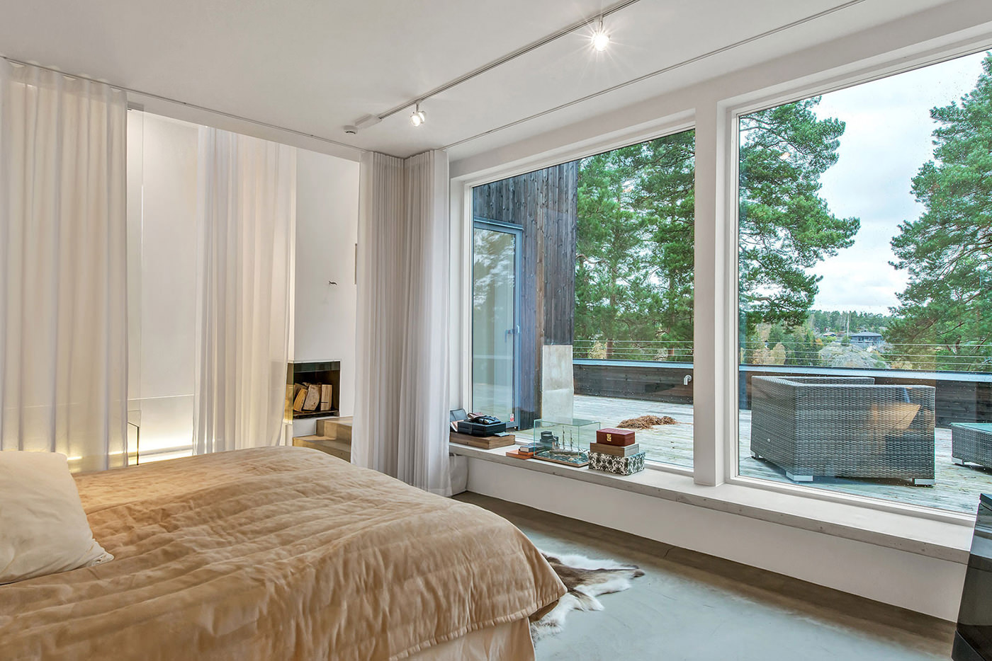 http://design-homes.ru/images/galery/1235/dizajn-interera-s-panoramnymi-oknami11.jpg