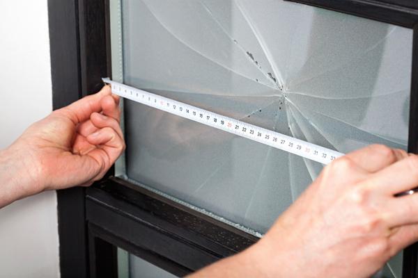 zamena-stekla-v-mezhkomnatnoj-dveri1